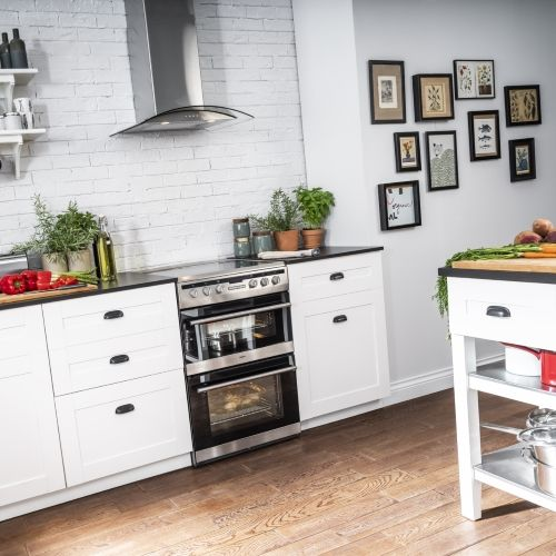 Freestanding Cooker in Kitchen Set